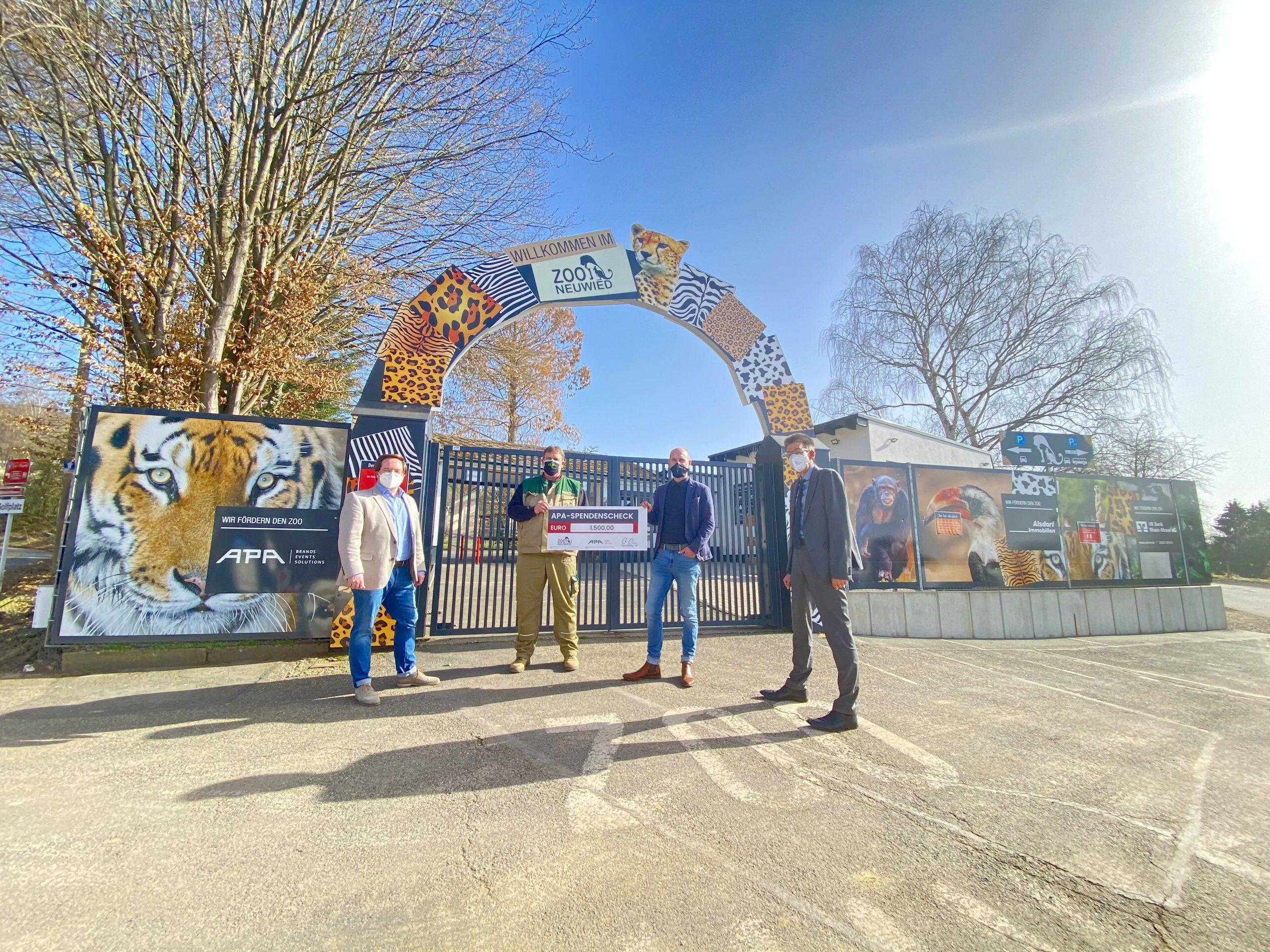 APA Mitarbeiter spenden für den Zoo Neuwied